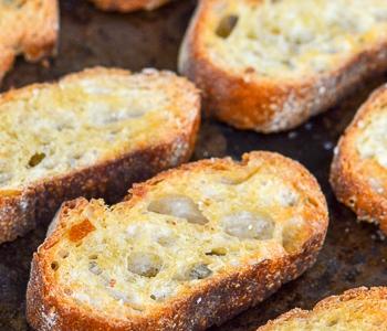 crostini baguette toasted