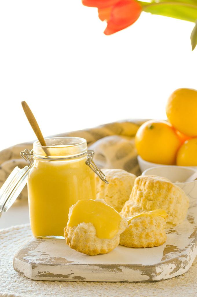 lemon curd in jar with biscuits